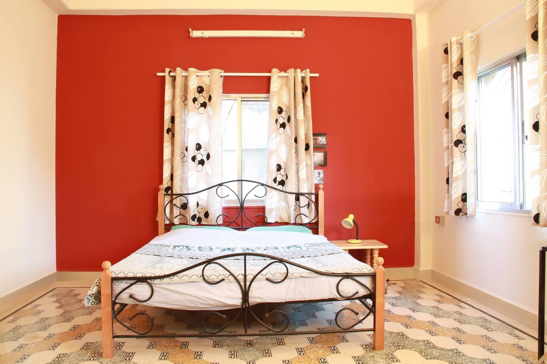 Large, beautiful bedroom w/ windows