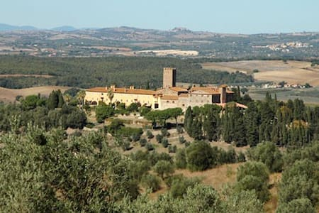 Castle. Tuscany,  15 guests