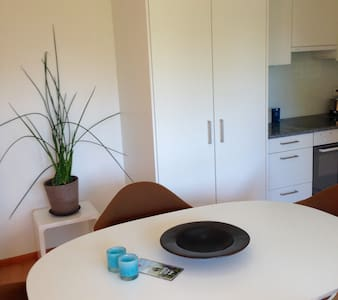 Sunny Private Apartment with Garden - Wohnung