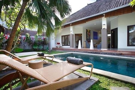 Lovely 2BR Villa 250m Fr Beach - Seminyak - Villa