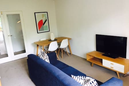 Perfectly Located Apartment! - St Kilda  - Daire
