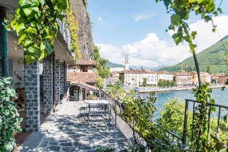 Lakefront villa, private terrace - Porlezza - Villa