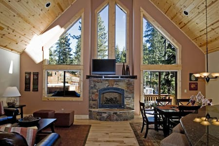 Red Cedar - Updated + Walk to downtown Tahoe City - Tahoe City - Haus