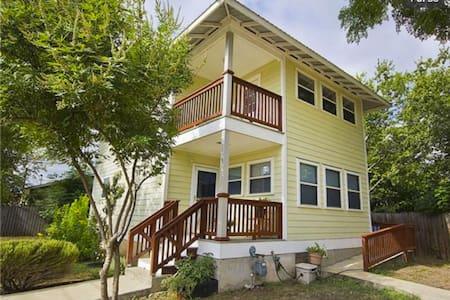 Beautiful home on the East Side! - Austin - House