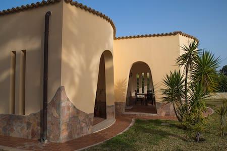 Villa con piscina a 300mt dal mare - Arenella - House