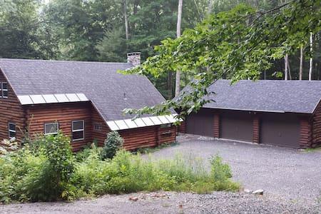 Log Cabin in the Woods - Ház