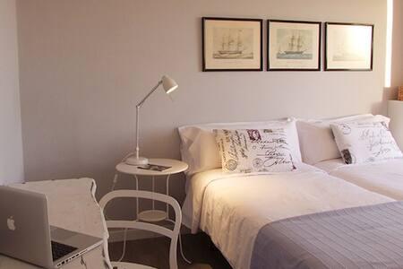 Comfortable bedroom with ocean view - Leilighet