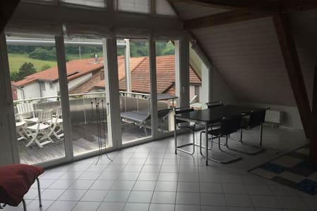 Cooles Privatzimmer in Altstadthaus - Huis