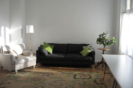 Atelier-Wohnung am Fuße d. Wartburg - Apartemen