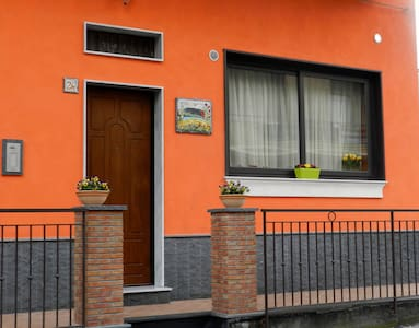 "BED AND BREAKFAST ""ETNA FLOWER"" - Belpasso - Bed & Breakfast"