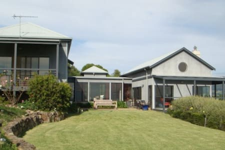 A Beach House in the Country - Kiama