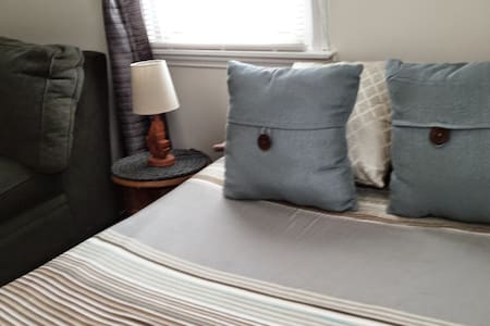 Quiet Full BDRM White Plains, NY - House