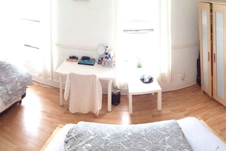 Sunny, spacious room in Cardiff. - Hus