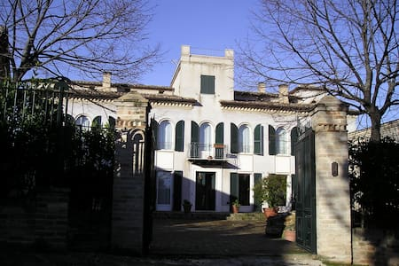 Charming Villa on the hill - Corridonia