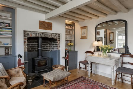 Cosy Flint Cottage Nr Goodwood - Hus