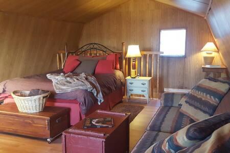 Cozy Cabin on Horse Farm - Cabin