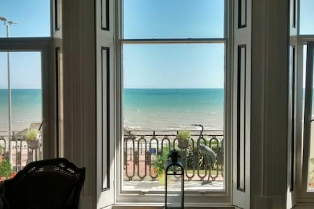 1st Floor on Marina - Stunning Apartment - Saint Leonards