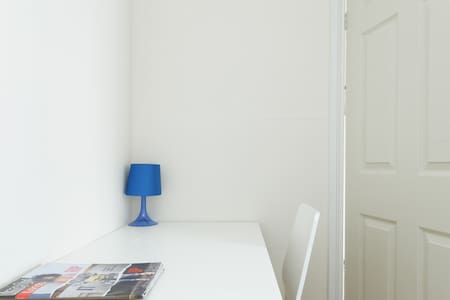 71.Beautiful room close to the City - London - House