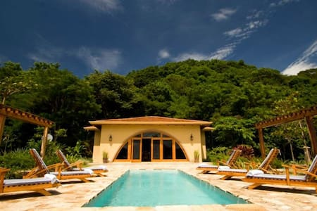 5 bd, jungle & ocean views, pool - Villa