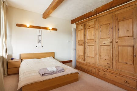 1 Double Bed-Sleeps up to 2 people - Golcar - House