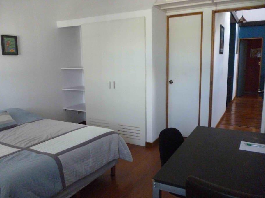 Esta habitación es luminosa, tranquila y especial para reparar energías.