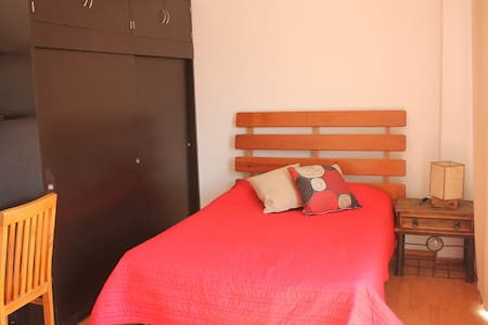 Roma neighborhood tranquille, modern, comfy, cultural, artistic, with night activity for all tastes and really close to different points of interest: Downtown 20 min (Subway) Condesa 5 min (walking) Chapultepec  Park 10 min (bus) Polanco 15 min