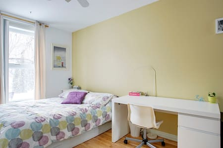 Beautiful room for two in Plateau!