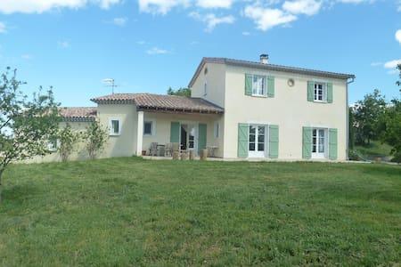 Villa située au pied des Cevennes - Ev