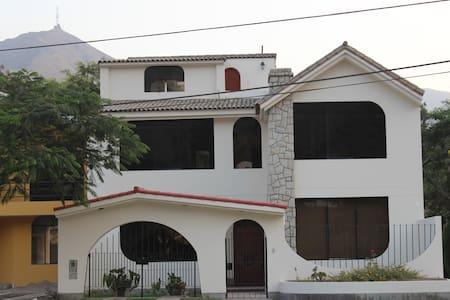 Acogedora Casa en Los Girasoles - Lakás