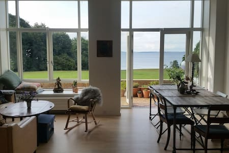 Stunning view, great apartment by the sea & woods - Apartment