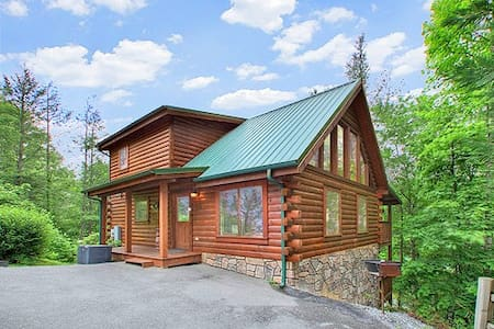 Log cabin 5 minutes from downtown  - Gatlinburg