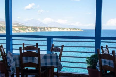 Sunrise rooms and tavern with great sea view - Wikt i opierunek