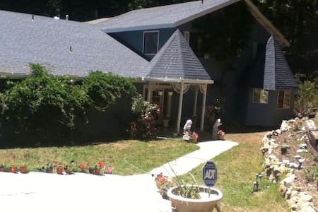 "Sierra Forest Glen B&B, ""Seaside"" - Mi-Wuk Village - Bed & Breakfast"