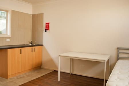 Studio or bachelor pad for rent - Chadstone