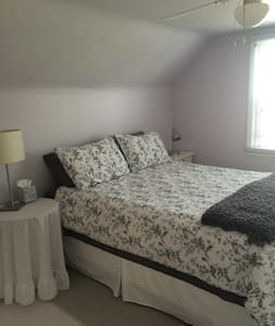 Quiet/Spacious Room/Queen size bed - Ev