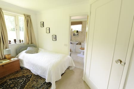 Country House Woking Twin + Ensuite. 15 mins Stn. - Woking - Altres