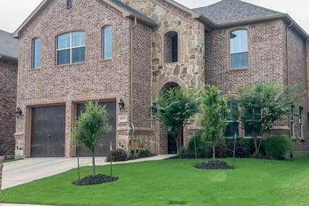 Fort Worth Home- Modern Comforts near Downtown - Fort Worth