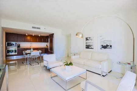 Room type: Entire home/apt Bed type: Real Bed Property type: Condominium Accommodates: 3 Bedrooms: 1 Bathrooms: 1