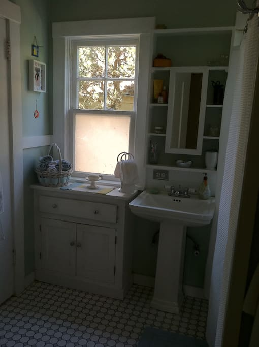 Bathroom on main with tub/shower combo