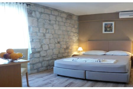 CAROL ROOMS-center of the old town - Trogir