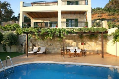 Antonia a luxury villa with pool - Kissamos - Villa