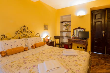 Contrada dei Giardini cam. Glicine - Cuneo - Bed & Breakfast