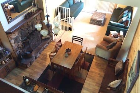 Serene & spacious cabin- Free Wifi! - Ház