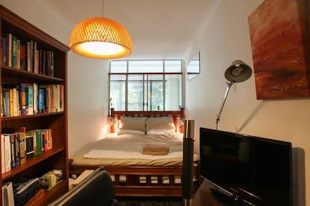 Private Room Hidden in Urban Oasis