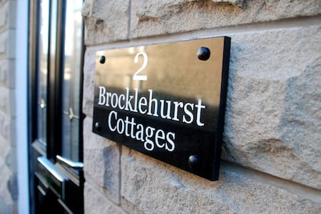2 Brocklehurst Cottages in Buxton - House