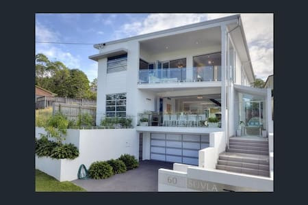 Luxury 5 bedroom Family Retreat with a Pool & Gym - Balmoral