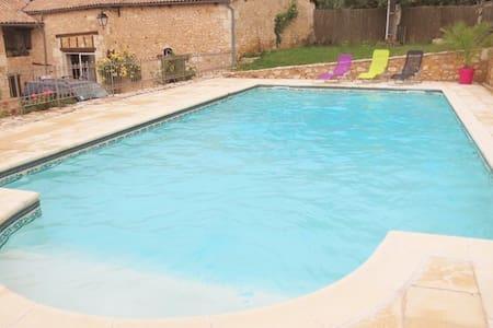 Gîte avec piscine en périgord - Ev