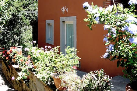Intimo appartamento con giardino - Leilighet