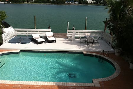 Waterfront Pool Home Miami Beach