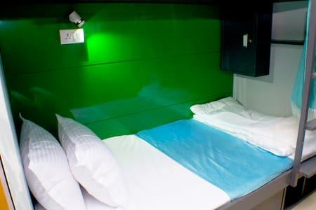 Arma Hostel Mumbai (Qube Stay) - Bed & Breakfast